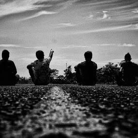 Friends! by Gilberto Jr. - People Group/Corporate ( brazil, band, b&w, friends, route, street )