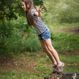 Jump by Jiri Cetkovsky - Babies & Children Child Portraits ( girl, potrrait, tanja, game, jump )