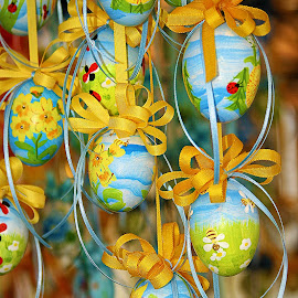Salzbourg (Austria) - Group of Easter eggs by Gérard CHATENET - Public Holidays Easter