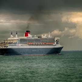 The Queen Mary 2 by Stephen Hall - Transportation Boats ( southampton, ship, solent, queen mary 2, ocean, liner, qm2, cunard )