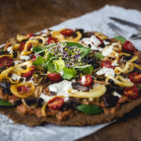 Recipe for my Sensational Raw Pizza – plant-based and insanely gorgeous!