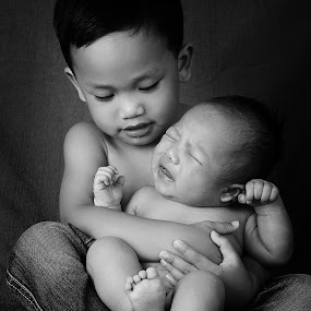 cuddle by Jong Onilcny - Babies & Children Child Portraits