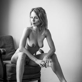 sitting nude by Reto Heiz - Nudes & Boudoir Artistic Nude ( erotic, beautiful woman, sexy, nude, nudeart, sensual )