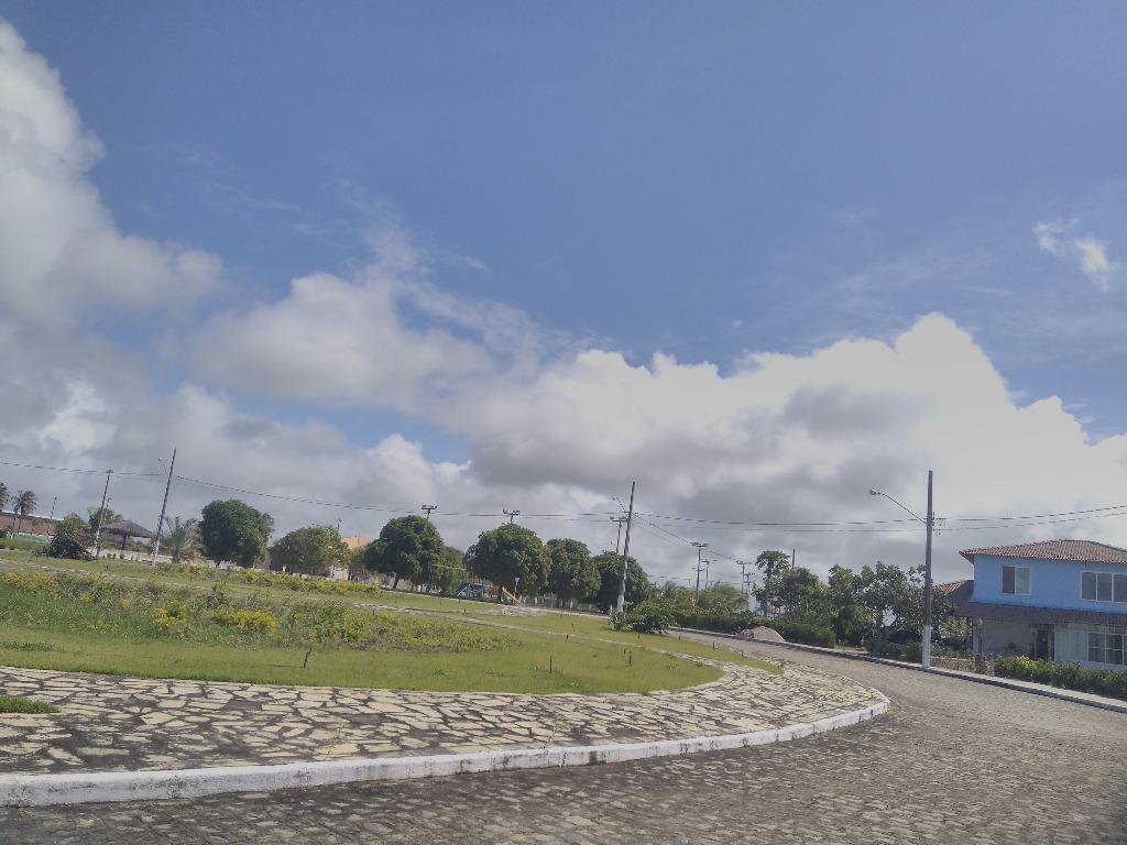Lote nascente, perto da área de lazer do Chacaras de Carapibus