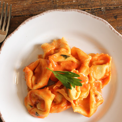 Easy Tomato Cream Sauce for Ravioli
