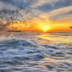 Sunrise Manyar by Hendri Suhandi - Landscapes Sunsets & Sunrises ( bali, splash, manyar, beach, sunrise )