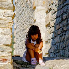 stone shade by Mrle Mrle - Babies & Children Children Candids ( serious shade )