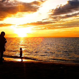 Mom and Child Sunset by EDie Ed - Instagram & Mobile Android ( silhouette, sunset, beach )