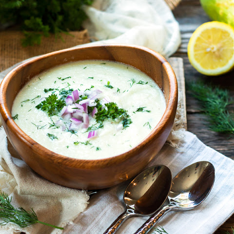 Creamy Chilled Cucumber Soup with Yogurt