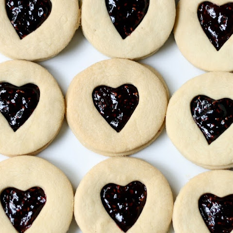 Raspberry Preserve Filled Sandwich Cookies (spitzbuebe)