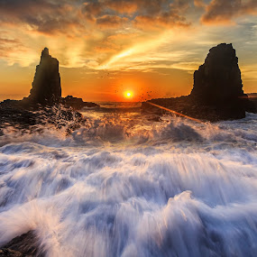 Awash by Andy Hutchinson - Landscapes Sunsets & Sunrises ( kiama, sunrise )