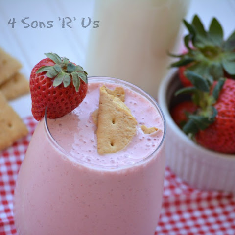 Strawberry Cheesecake Protein Milkshake