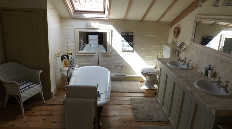 Luxurious Bathrooms - Holland House B&B In Norfolk