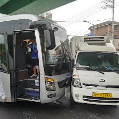 용인에서 트럭과 버스 추돌사고