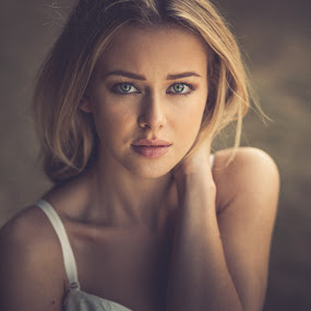 Juliet by Marek Biegalski - People Portraits of Women ( girl, portrait, eyes )