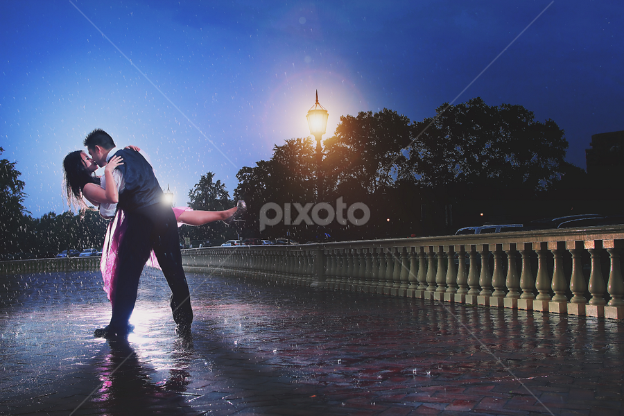 Dance in the rain by Henry Kurniawan - Wedding Bride ( rainy day, wedding, couple, philadelphia, bride, groom, rain, engagement )
