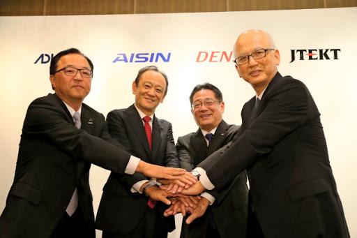 トヨタ系4社、自動運転の新会社 19年3月末