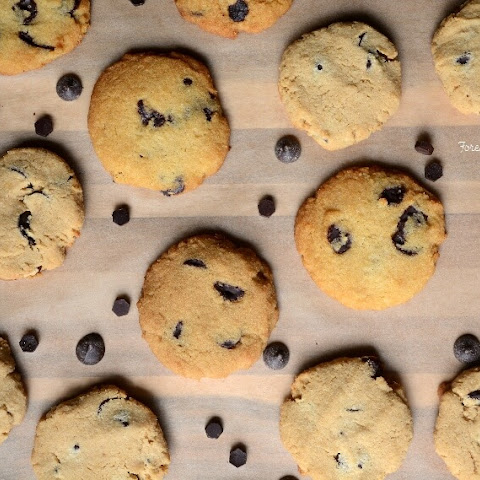 Low Carb Chocolate Chip Cookies - paleo
