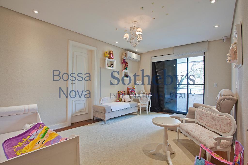 Excelente apartamento ao lado do Parque Ibirapuera , Moema, São Paulo.