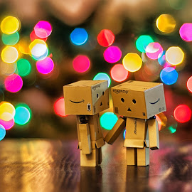 Love by Pakeer Arafath - Artistic Objects Toys ( love, danbo, toys, light, bokeh, couples )
