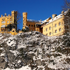 Hohenschwangau sous la neige by Gérard CHATENET - Buildings & Architecture Public & Historical