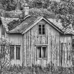 Old house by Benny Høynes - Buildings & Architecture Homes ( old house, hdr, black and white, retro, norway )