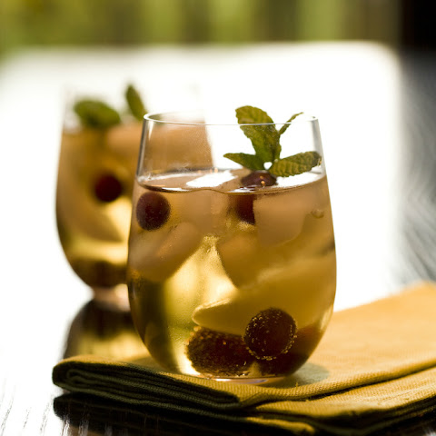 Ginger Ale with Frozen Grapes