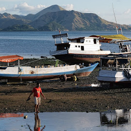 Stranded boat by Deni Sugandi - Landscapes Beaches ( komodo island indonesia, landscape indoensia, sea indonesia, flores, indonesia, labuan bajo, boat indonesia, maritim indonesia )