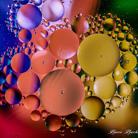 Oil on water. by Bjørn Bjerkhaug - Abstract Water Drops & Splashes