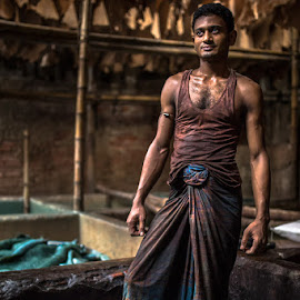 ON MY SKIN by Mauro De Bettio - People Portraits of Men ( bangladesh, colors, experience, happiness, travel, light, people, travel photography, labour, skin, eyes, dhaka,  )