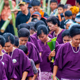 entourage guests by Hartono Wijaya  - Novices Only Portraits & People ( cultural heritage, toraja, indonesia, tourism, education, people, culture, burial, travel photography )