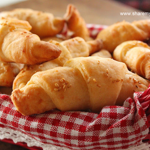 White Cheese Bread Rolls