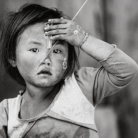 Kid from north Vietnam by Thomas Jeppesen - Babies & Children Children Candids ( child, blackandwhite, b&w, bw, vietnamese, vietnam, portrait, hmong )