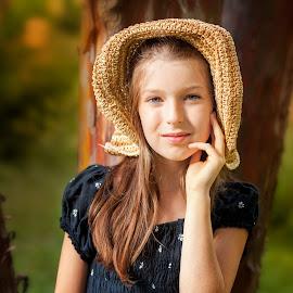 Moni by Anna Anastasova - Babies & Children Child Portraits ( girl child, girl, autumn, child portrait, portrait )