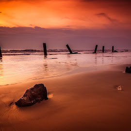 aph·o·rism by Pulse Macorvick - Landscapes Sunsets & Sunrises ( lights, exposure, sunset, sea, beach, landscape )
