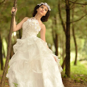 Bride by Agus Mulyawan - People Fashion