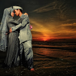 Sunset Love by Ismail Rali - Wedding Other ( love, wedding, sunset, seascape, landscape, bride, people )
