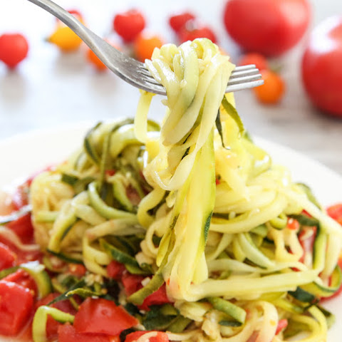 One Pot Zucchini Noodles with Tomato Sauce