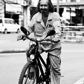 Old man with his Bicycle by Fazrul Mustaqim - People Portraits of Men ( cycle, old, detail, black and white, street, adult, hair, man, bicycle )