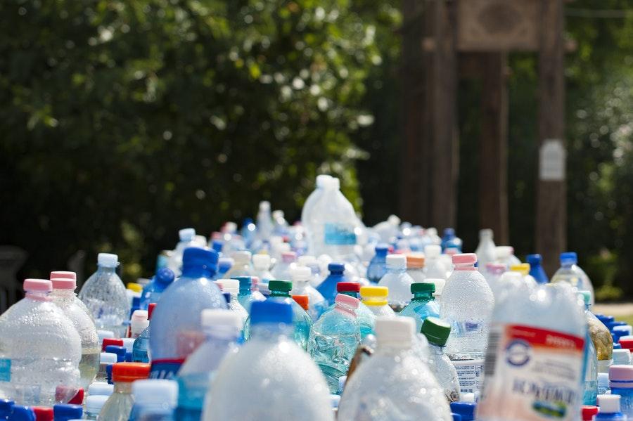 Vidrou ou plástico - Plástico: reciclável x reciclado