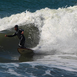 by Nancy Gray - Sports & Fitness Surfing