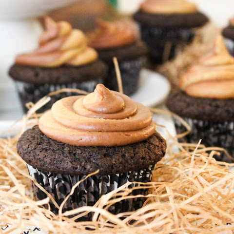 Chocolate Cupcakes With Peanut Butter Swirl Frosting [Vegan]