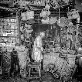 elderliness by Pranjal  Kumar Ƿrānx - City,  Street & Park  Street Scenes ( oldage, market, old man, streets, india, banaras, black )
