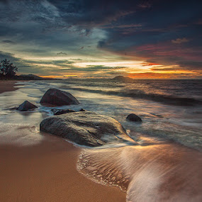 Pemandangan Biasa Aja  by Kosmas Fikie Aryadi - Landscapes Waterscapes