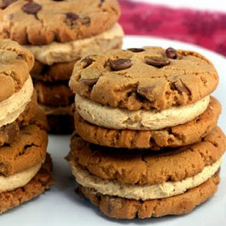 Peanut Butter Chocolate Chip Cookies with Peanut Butter Cinnamon Cream