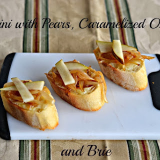 Crostini with Pears, Caramelized Onions, and Brie #AppetizerWeek #Anolon