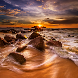 Sunset waves by Dany Fachry - Landscapes Beaches
