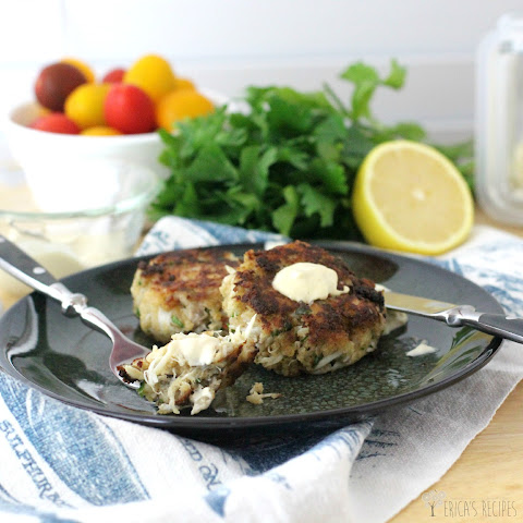 ... crab cakes with horseradish dill tartar sauce hot for food crab cakes