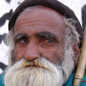 Blind Bagger. by FARAZ AHMED RAJAR - People Portraits of Men ( face, pakistan, old, beggar, hyderabad, sad, povrty, poor, sindh, blind, man )