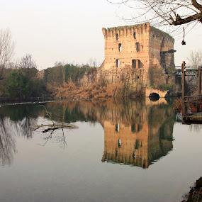 Cozy spot by Giancarlo Ferraro - City,  Street & Park  City Parks ( old, reflection, castle, bridge, italy, river )